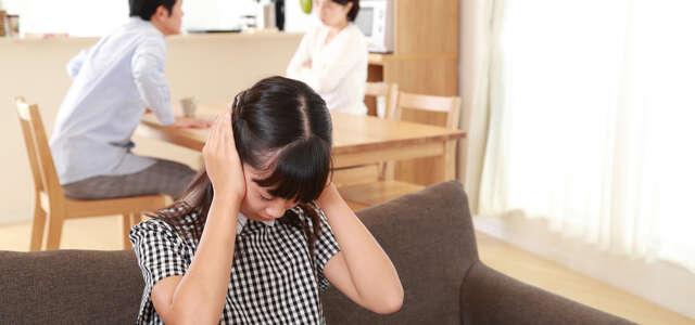 在宅勤務で増える虐待に対し、子供は親を訴えられるのか?