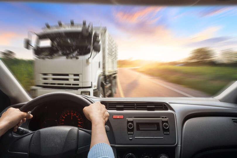 会社から運転するよう言われたが、事故のトラウマから運転するのが怖い。会社はクビにできるの?