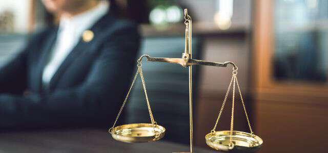 交通事故の示談交渉で弁護士に依頼するメリットとタイミング