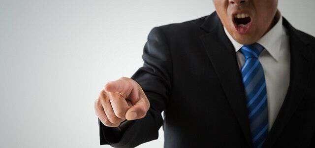 モラハラを職場で受けた場合の解決方法|5つの対処法や具体例を解説