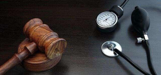 医療過誤の示談成立までの流れとは?請求できる賠償金の相場