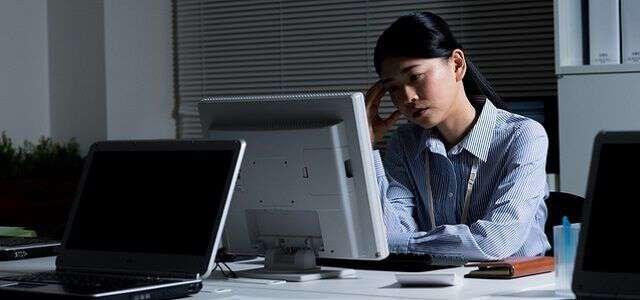 サービス残業とは|3つの対処法や残業代の請求方法・相談窓口を解説