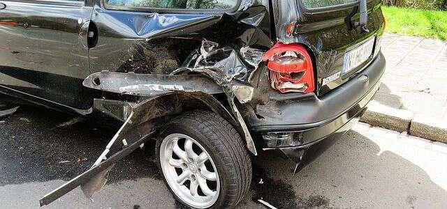 追突事故による示談金の相場と計算方法|示談金を増額させる方法