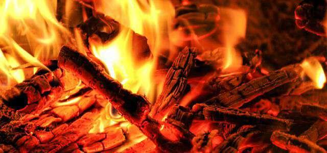 放火罪とは|放火罪の種類から罰則・構成要件などを解説